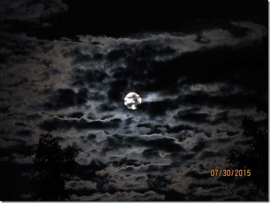 Clouds-Irregular-Moon-Disk